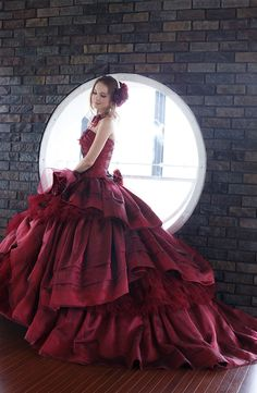 DOLCE~Stunning dress. Beautiful color!
