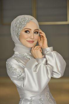 Hijabi Wedding, Wedding Hijab Styles, Muslimah Wedding Dress, Muslim Wedding Dresses, Muslim Brides, Top Wedding Dresses, Prom Dresses With Sleeves, Wedding Dress Sleeves, Designer Wedding Dresses