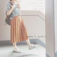 guでゲットした プチプラの  プリーツスカート履いてみた♪  プリーツ太めで丈感もよし!! ニットに合わせたいけど  まだまだあちーとりあえず着てた  グレーTシャツに合わせたらマスタードと  いい感じ~♡すきな色合わせ♪  #今日の服#今日のコーデ#シンプルコーデ#ナチュラルコーデ#ゆるコーデ#秋コーデ#プリーツスカート#tシャツ#チャンピオンtシャツ#リュック#リュック女子#コンバース#着画#todaysoutfit#instacode#instafashion#champion#converse#gu