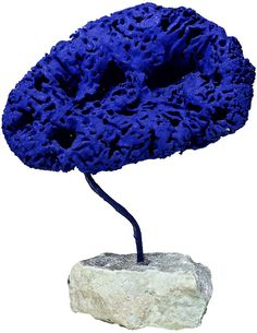 Sculpture éponge bleue sans titre (SE 194), 1959,