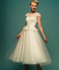 Illusion Cap Sleeve Unique Line Tulle Wedding Dress Lace Appliques Scalloped Fall Long Vintage Boat