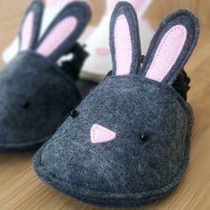 Felt bunny slippers // zapatillas de fieltro conejo