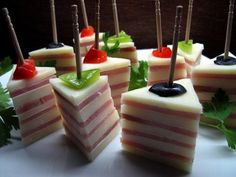idei aperitive Party Food Easy Cheap, Sandwich Bar, Keto, School Treats, Food Themes, Food Ideas, Caramel Apples, Finger Foods, Paleo Recipes