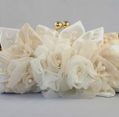 Roses and pearls bridal clutch Sacs Design, Bridal Clutch, Wedding Clutch, Ivory Roses, Ivory Wedding, Handmade Flowers, Beautiful Bags, Bridal Accessories, Fabric Flowers