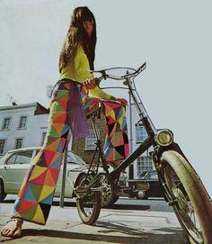 love her wheels! #1960s #pop_art #retro_fashion #moda