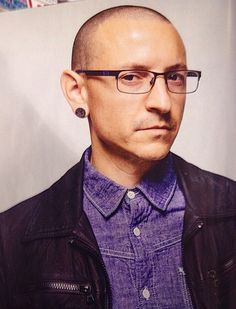 Chester Bennington | I say, this man looks more Handsome with glasses! kslp