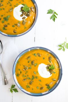 Roasted Butternut Squash and Red Lentil Soup is made with fresh, healthy ingredients and is garnished with Greek yogurt, pepitas and parsley! #stonyfieldblogger