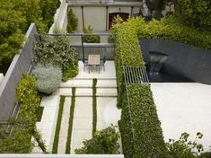 Excellent 50+ Inspirations For Vertical Garden At Your House https://decorspace.net/50-inspirations-for-vertical-garden-at-your-house/