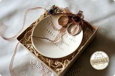 This ceramic rings plate is so lovely. Ph Reporter Photo http://www.brideinitaly.com/2013/12/sandra-aosta.html #italianstyle #wedding