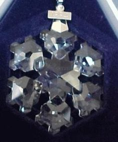 1994 Retired Swarovski Annual Ornament - Picture for Reference only Swarovski Snowflake, Happy Holidays, Snowflakes, Jewelry Accessories, Ornaments, Crystals, Christmas, Xmas, Happy Holi