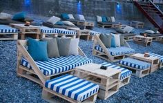 Pallet Outdoor Seating Arrangment More You are in the right place about patio shade Here we offer you the most beautiful pictures about the patio seating you are looking for. When you examine the Pallet Outdoor Seating Arrangment . Pallet Garden Furniture, Outdoor Furniture Plans, Diy Furniture, Furniture Making, Garden Pallet, Antique Furniture, Retro Furniture, Classic Furniture, Furniture Layout