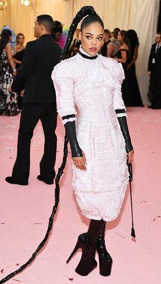 Tessa Thompson In Chanel Haute Couture - 2019 Met Gala - Red Carpet Fashion Awards Fashion Bella, Wild Fashion, Fashion Fashion, Fashion Trends, Met Gala Red Carpet, Tessa Thompson, Red Carpet Looks, Red Carpet Dresses, Celebs