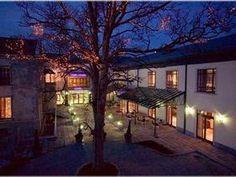 Oriel House Hotel is a perfect wedding venue in Ballincollig, Cork, Ireland.