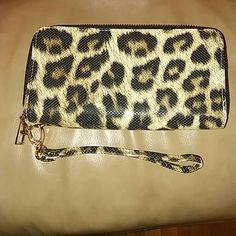 Cheetah Wallet Wristlet Perfect Condition No Scratches or Fadding Imoshion Bags Clutches & Wristlets