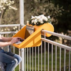 balKonzept for small balconies: The table / shelf-combo with integrated flowerbox