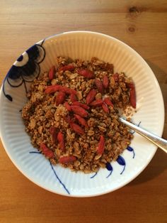 Homemade granola.   Made from the pulp from making super mineral milk ( from @carolinefibaek).   Just added GF oats, coconut oil, maple syrup, cinnamon, vanilla and salt.   Bake at 275F/135C for another 40 min. Depends on how 'wet' your pulp is.   Enjoy
