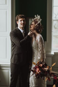 Auburn forests, cappuccino roses, dramatic headpiece and raw emotions. This enchanting Irish autumnal wedding inspiration from Petal&Twine and photographer Pawel Bebenca is sure to melt your heart. Irish Wedding, Autumn Wedding, Wedding Designs, Wedding Styles, Bridal Crown, October Wedding, Boho Bride, Romantic Couples, Alternative Wedding