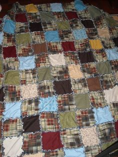 Queen size rag quilt! @Rheanne Roberts - do you think you could make one of these?
