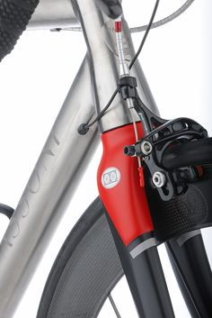 love the Matt Red with steel & black Bicycle Garage, Bicycle Types, Bike Details, Custom Paint Jobs, Cool Bicycles, Bicycle Design, I Cool, Road Bikes, Frames
