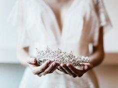 Ensaio de casamento com inspiração em branco, dourado e verde - Portal iCasei Casamentos