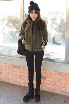 Stylenanda 暖和拉绒黑色小脚裤暖和拉绒黑色小脚裤上身随意搭配各种上衣兜很赞哦 - 修身版型 - 暖和拉绒 - 简约百搭仅黑色一种颜色,喜欢的MM们赶快带走吧^^