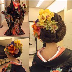 お顔はのせない約束で、花嫁さまに許可頂きました バックスタイルはお花に負けないボリューム  とてもきれいな花嫁さまでした  左にドーナツ右はワンロールのように。  #cucuru   #hair #hairdo #hairstylist  #hairmake  #bridalhair  #bride  #bridal  #brides  #WEDDING #weddinghair  #wedding  #ヘアセット #ヘアスタイル #ヘアメイク #ヘアアレンジ #美容師 #ウェディング #ブライダル #結婚式 #前撮り #花 #和装 #和装髪型 #ウェーブ #花嫁髪型 #花 #cool #着物 #プレ花嫁 #花嫁