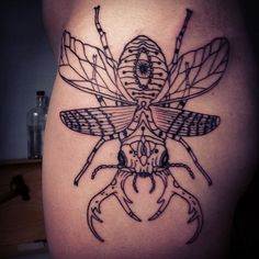 Grey Ink Beetle Tattoo On Shoulder Name Tattoos On Arm, Weird Tattoos, Leg Tattoos, Body Art Tattoos, Cool Tattoos, Vw Tattoo, Stag Tattoo, Back Tattoo, Scarab Beetle Tattoo
