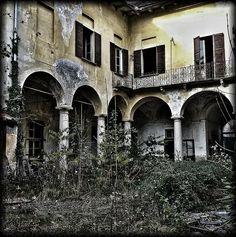 Ville case giardini abbandonati sul lago d'Orta