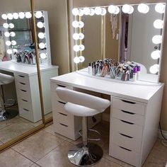 Makeup Room Ideas room DIY (Makeup room decor) Makeup Storage Ideas For Small Space - TAG: Diy Makeup vanity ideas, Diy makeup storage ideas, Makeup organization diy, Makeup desk Makeup Vanities, Makeup Table Vanity, Vanity Room, Vanity Decor, Vanity Ideas, Mirror Ideas, Vanity Mirrors, Mirror Bathroom, Small Bathroom
