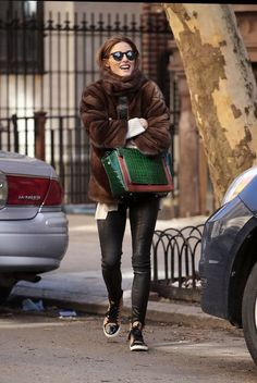 38 of olivia palermo's coolest winter looks. Olivia Palermo Outfit, Estilo Olivia Palermo, Olivia Palermo Lookbook, Olivia Palermo Style, Winter Looks, Sport Videos, Winter Outfits, Milan Fashion Weeks, London Fashion