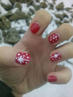 Red winter nails