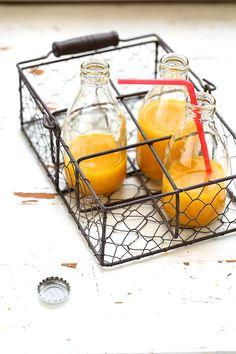 Super-jus d'automne, de Saveurs Végétales: 300g raisin blanc, 3 pommes à jus, 20g curcuma frais, 5g gingembre frais, 3g acérola poudre. Lavez fruits et rhizomes. Placez tous les ingrédients dans extracteur, en extraire jus.  Ajoutez acérola, puis mélangez. Dégustez aussitôt. NB : Si pas d'acérola, remplacer par jus d'1 orange.
