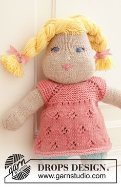 Piece is knitted top down with raglan, lace pattern and garter stitch. Drops Design, Baby Sweater Knitting Pattern, Lace Knitting, Knitting Designs, Knitting Patterns Free, Magazine Drops, Bead Sewing, Crochet Round, Knitted Dolls