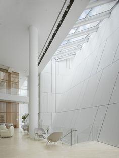 OCT Shenzhen Clubhouse / Richard Meier Architects #white #skylight