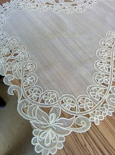 This Pin was discovered by Nil Free Machine Embroidery, Lace Embroidery, Needle Lace, Bobbin Lace, Romanian Lace, Japanese Crochet, Point Lace, Cut Work, Lace Patterns