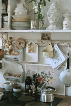 KITCHEN :: Shelves of things & the garlic/shallot baskets are darling. - KITCHEN :: Shelves of things & the garlic/shallot baskets are darling. Shabby Chic Kitchen Shelves, Shabby Chic Kitchen Accessories, Shabby Chic Cabinet, Vintage Kitchen Decor, Shabby Chic Bedrooms, Shabby Chic Homes, Shabby Chic Decor, Country Kitchen, Rustic Kitchen