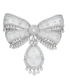 A SUPERB BELLE EPOQUE DIAMOND AND ROCK CRYSTAL BOW BROOCH, BY CARTIER