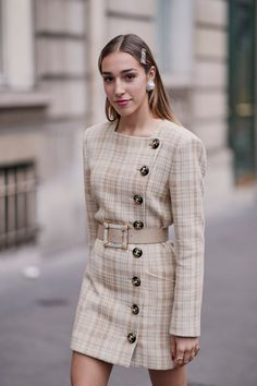 See how Priyanka Chopra is wearing the outfit trend that Princess Diana made famous in the and Fashion Week Paris, Street Fashion, Look Fashion, Autumn Fashion, Fashion Coat, Classy Outfits, Cute Outfits, Coatdress, Chanel Outfit