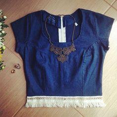 Crooped em jeans com franja. Colar rendado  #liberte #libertemodafeminina #moda #modaboho #top #crooped #jeans #blusadiferente  #blusa #verão16  #estilodevida #petropolisrj  #petropolis  #colar #cordão #bijoux