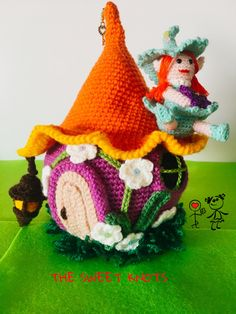 casa delle streghe amigurumi crochet halloween di TheSweetKnots
