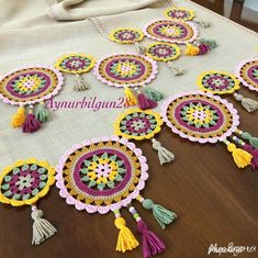 Over 100 free beginners knitting patterns and projects - Knitting Projects Crochet Table Runner, Crochet Tablecloth, Crochet Doilies, Crochet Flowers, Crochet Stitches, Crochet Pouf, Crochet Mandala, Doily Patterns, Knitting Patterns