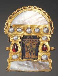 Pendant:       Gold, glass paste, garnet.Ptolemaic and Roman, 2nd-1st cent. B.C. and 3rd-4th cent. A.D.