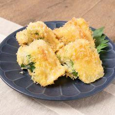 『明太チーズのはんぺんフライ』 はんぺんに明太子とチーズを挟み、大葉で巻いてフライにしました。明太子の辛味が苦手な方は、たらこに代えても美味しく召し上がれますよ。ごはんのおかずにも、お酒のおつまみにもおすすめですので、是非お試しくださいね。 Tempura, Easy Cooking, Cooking Recipes, Dessert Chef, Comfort Food, Sashimi, Food Menu, Asian Recipes, Best Vegan Recipes