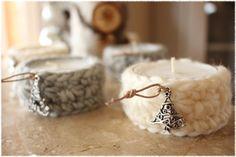 Teelichter mit Sternenmuster behäkelt, dicke kuschelige Wolle verwendet, Charm am Lederband macht es weihnachtlich, Deko wie ich sie mag