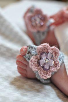 Bees and Appletrees (BLOG): gehaakte baby slippertjes uitleg - crochet baby sandals tutorial