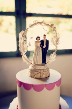 vintage wedding topper....love ----  it looks like ours
