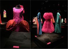 Exposição Agatha VS Agatha apresenta 35 trajes da designer designer espanhola Agatha Ruiz de la Prada. Gratuito, na FAAP em São Paulo.