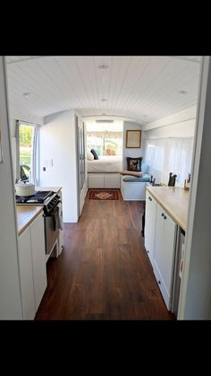 Living on the bus - this tiny home on wheels is for sale .- Living on the bus – this tiny home on wheels is for sale Above a certain mileage it means: end in the field. Bus Living, Tiny House Living, Small Living, Living Spaces, Bus Remodel, School Bus Tiny House, Converted Vans, Van Home, Tiny House On Wheels