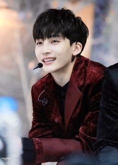 this smile can literally make my whole daaay Woozi, Wonwoo, Seungkwan, Seventeen Performance Team, Seventeen Debut, Vernon, Hip Hop, Carat Seventeen, Jeonghan Seventeen