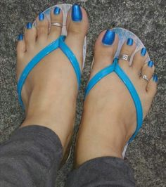 Image may contain: shoes and closeup Cute Toe Nails, Cute Toes, Pretty Toes, Pies Sexy, Samantha Images, Long Toenails, Flipflops, Double Up, Beautiful Toes